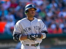 Robinson_Cano_on_first_baseline_in_Sept_2012